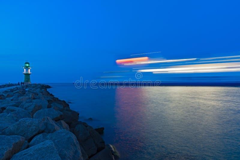 Ora blu al faro di Rostock-Warnemunde fotografie stock libere da diritti