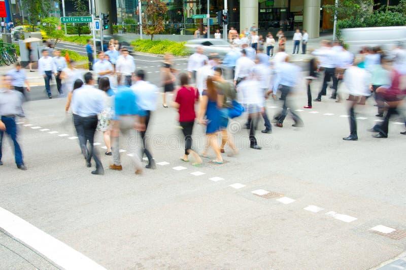 Ora di punta, la gente all'attraversamento fotografia stock libera da diritti
