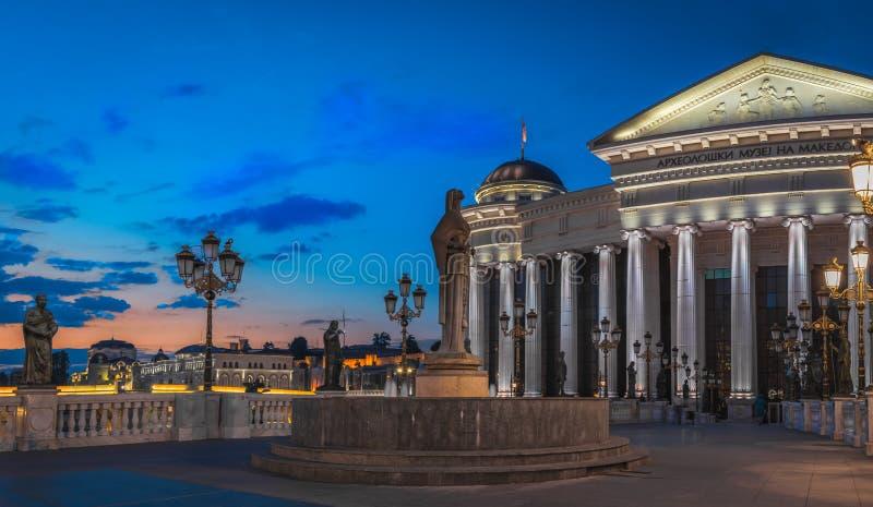 Ora dorata sopra la città di Skopje, la Repubblica Macedone immagini stock