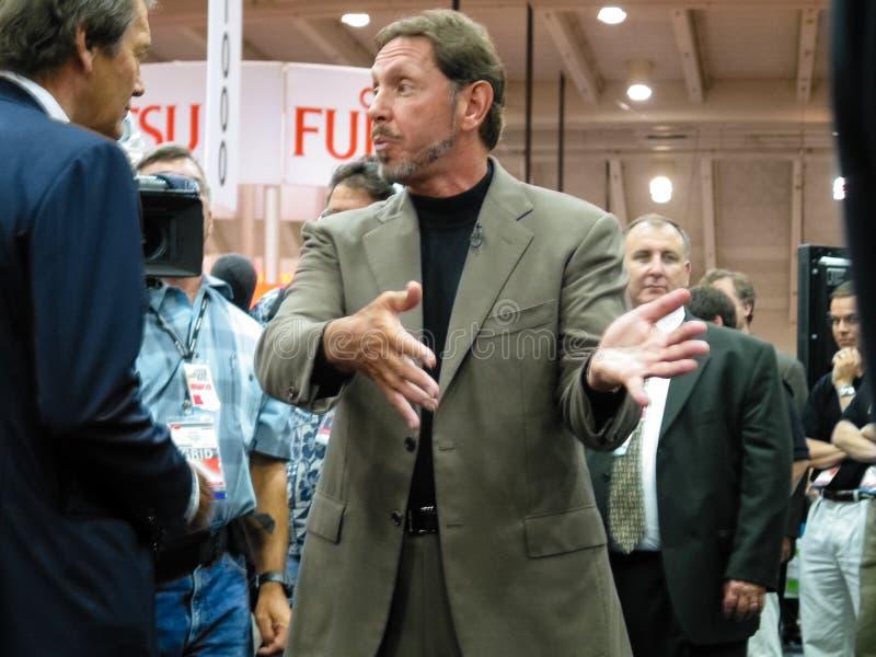 Oracle劳伦斯・埃里森的CEO接受采访电视新闻工作者 库存照片