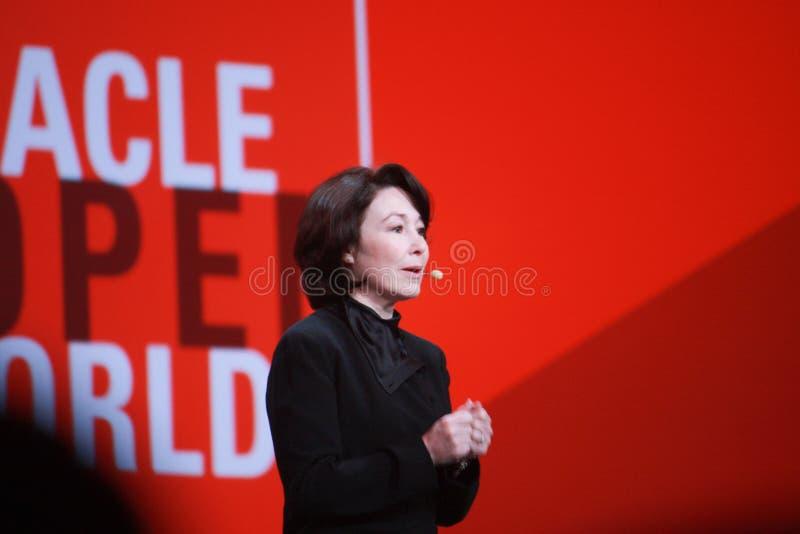 Oracle-Präsident und CFO Safra Catz macht Rede bei Konferenz Oracles OpenWorld lizenzfreie stockfotos