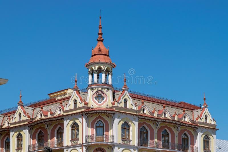 ORADEA, ROEMENIË - 28 APRIL, 2018: Mooie architectuur in het centrum van Oradea stock fotografie