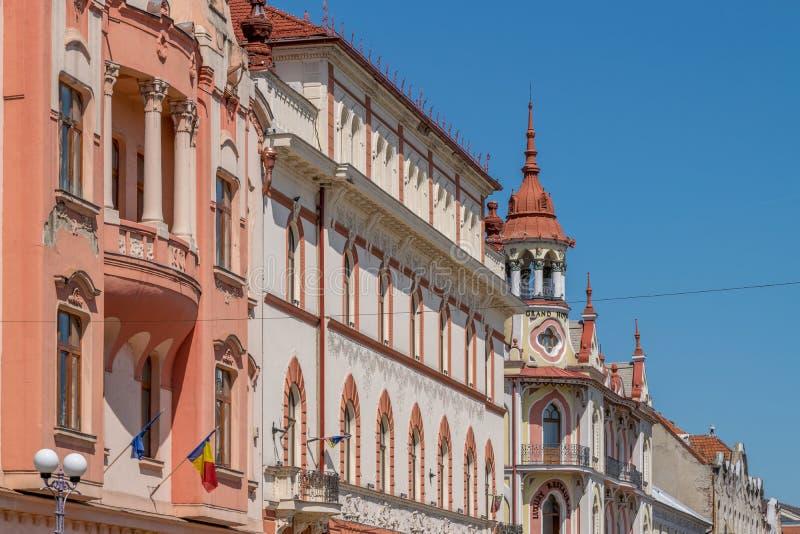 ORADEA, ROEMENIË - 28 APRIL, 2018: Mooie architectuur in het centrum van Oradea stock foto