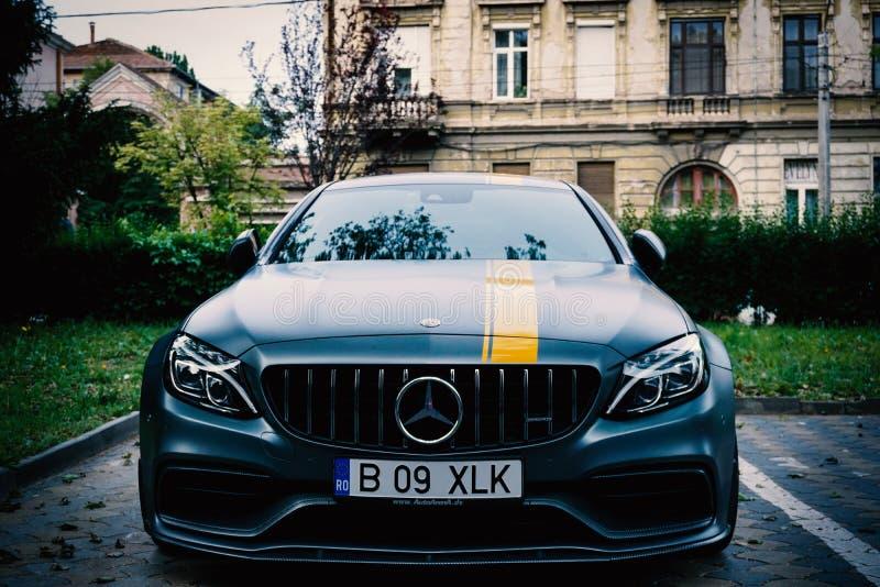 Oradea/Rumania 17 May, 2019: El cupé de Mercedes-Benz C63 S es un coupé del funcionamiento introducido en 2016 imagenes de archivo