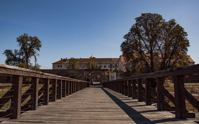 ORADEA, RUMUNIA, Wjazd do Cytadela Oradei Brama, historyczna zdjęcia stock