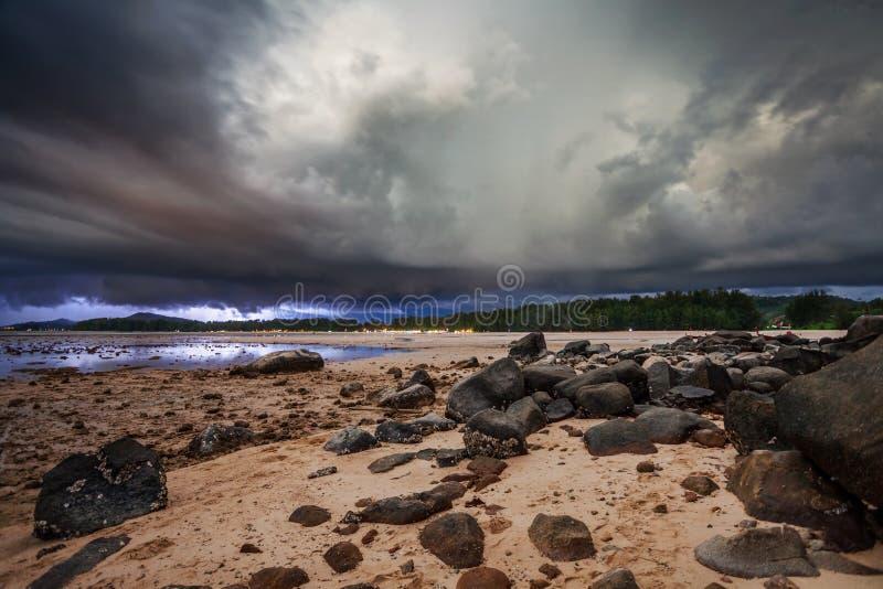 Orage en mer tropicale photographie stock libre de droits