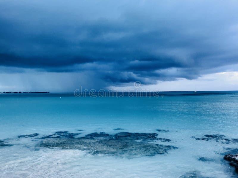 Orageux en Bahamas photo libre de droits
