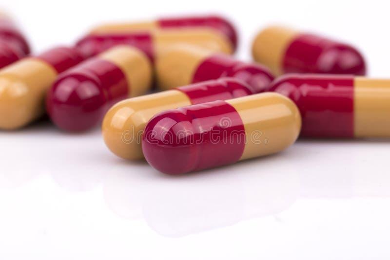 Orange antibiotikumpreventivpillerar royaltyfri bild
