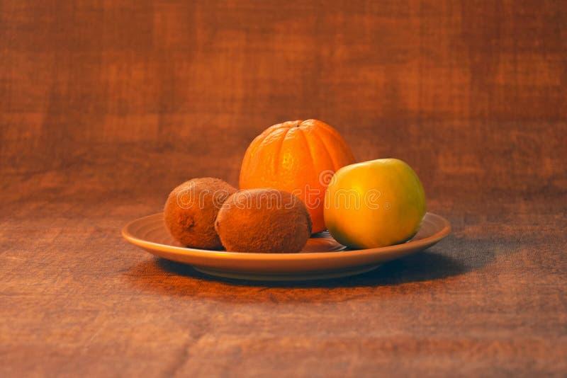 Orange, Apfel, Kiwi Biologisches Lebensmittel stockbilder