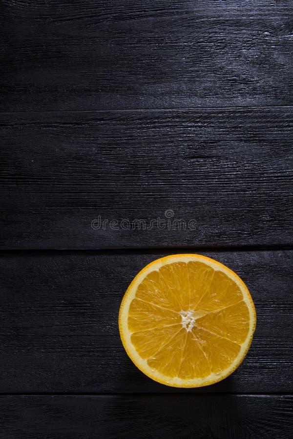 Orange auf hölzernem Hintergrund stockbilder