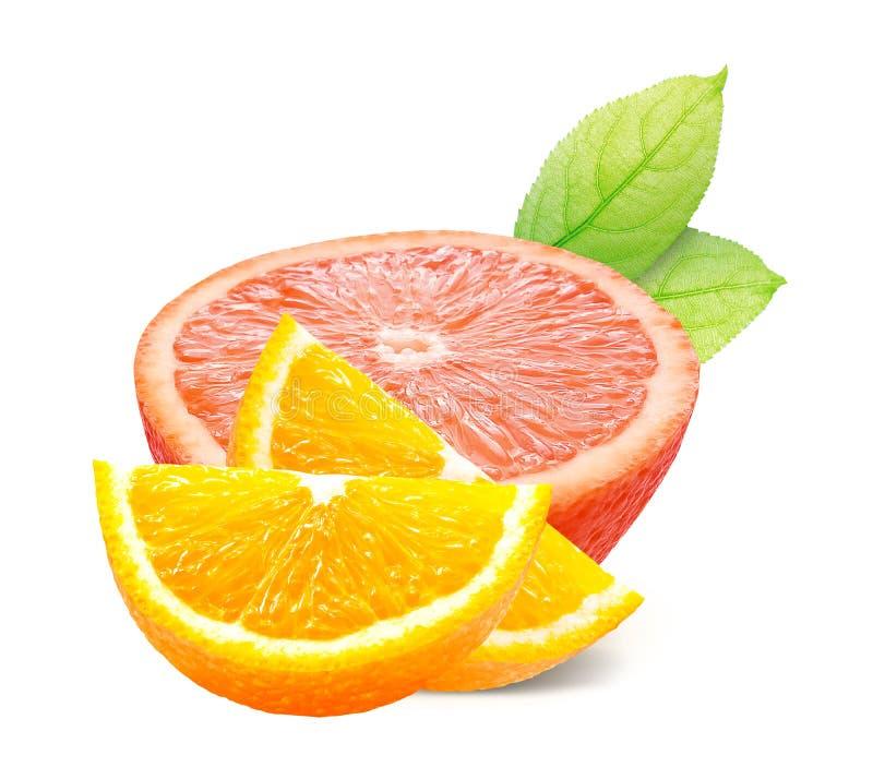Orange avec des feuilles d'isolement sur le chemin blanc de fond et de coupure photo stock