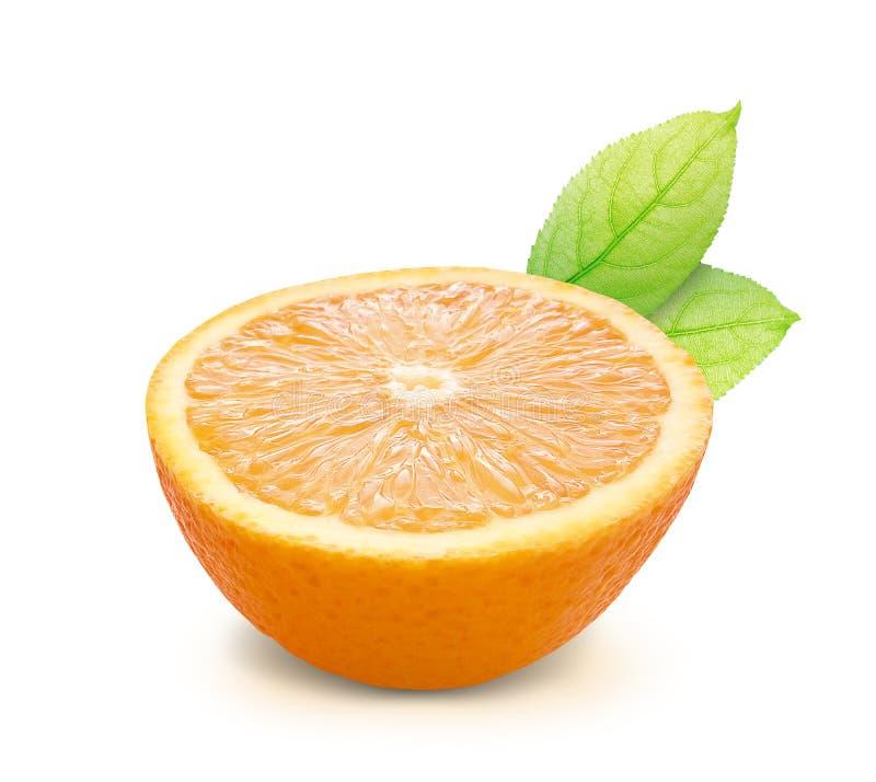 Orange avec les feuilles et le chemin de coupure d'isolement sur le fond blanc photographie stock