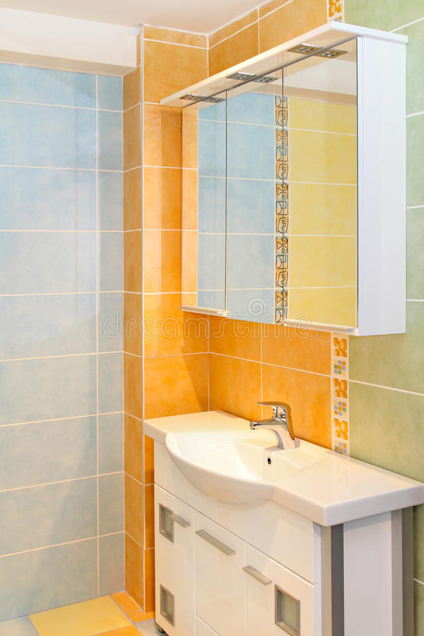 Orange Badezimmer stockbild