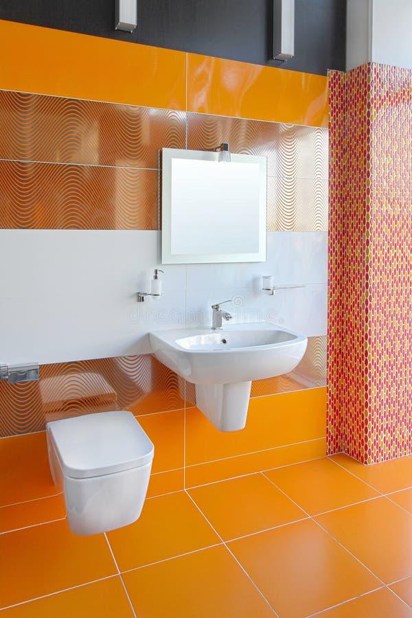 Orange Badezimmer stockfoto