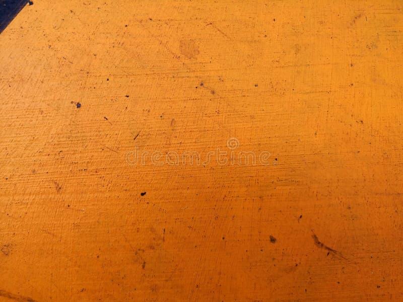 Orange bakgrund på den gamla bakgrunden för cementgolvtappning Pastellfärgad färg royaltyfria foton