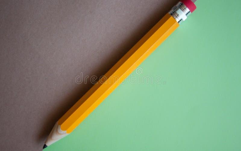 Orange Bleistift Gigant stockbilder