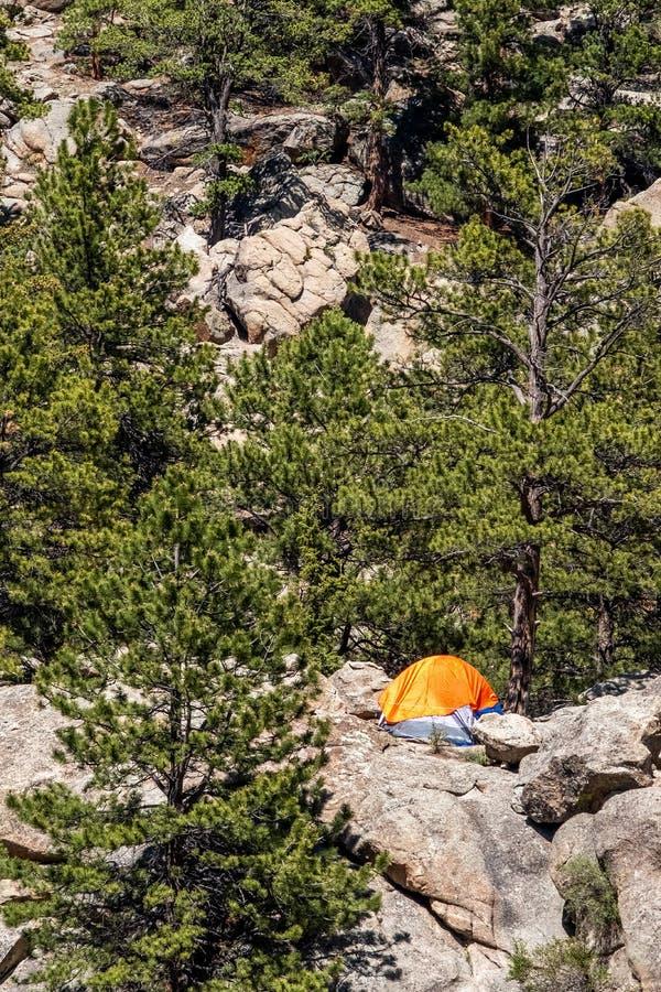 Orange campa tält på elva milkanjonColorado landskap royaltyfria bilder