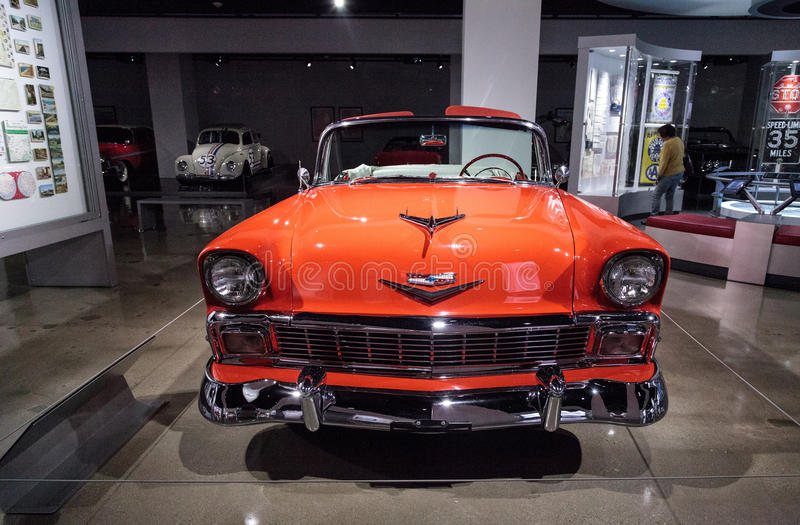 Orange Chevrolet 1956 Bel Air Convertible lizenzfreies stockbild