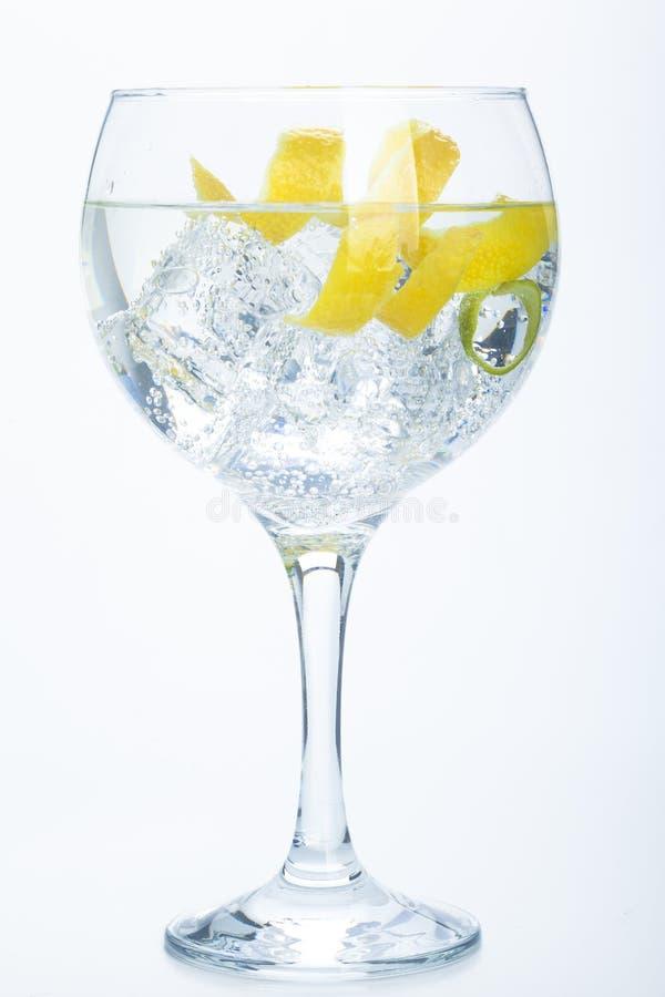 Orange citron- och limefruktginuppiggningsmedel som isoleras över vit royaltyfri fotografi
