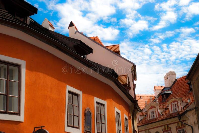 Orange Dach der tschechischen Häuser lizenzfreies stockbild