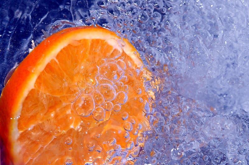 Orange dans l'eau photos libres de droits