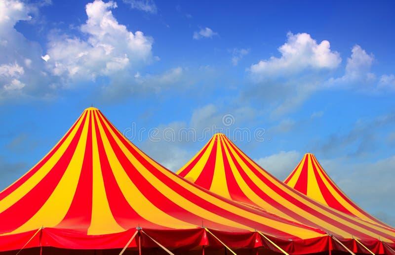 Orange des Zirkuszeltes rotes und gelbes entferntes Muster lizenzfreie stockfotografie