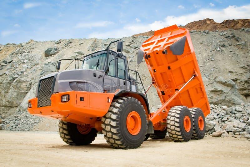 Orange Dump Truck à Rock Quarry images stock