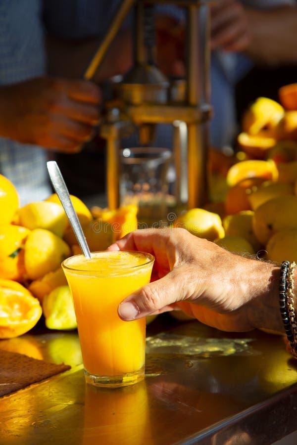 Orange et jus de citron frais faits maison organiques photos stock