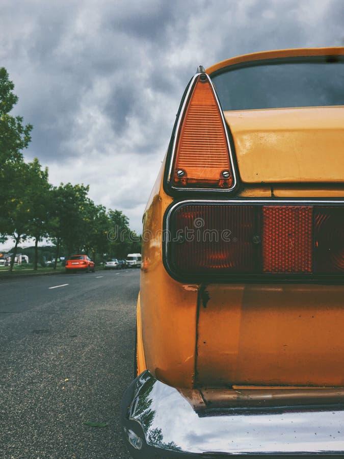 Orange et obscurité photographie stock