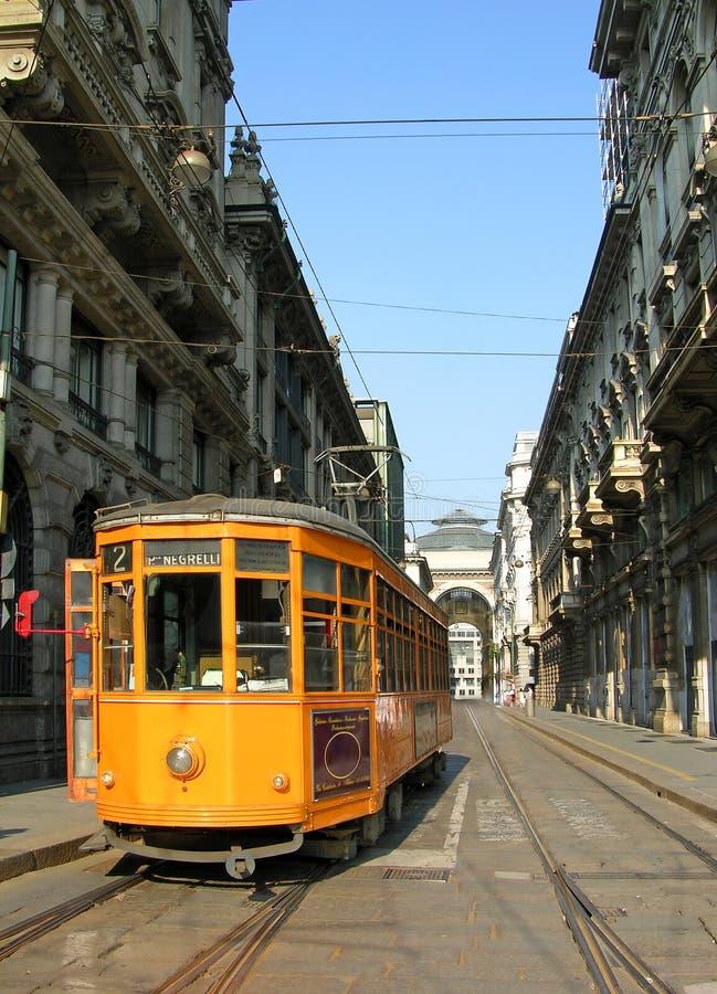 Orange Förderwagen in Mailand lizenzfreies stockbild
