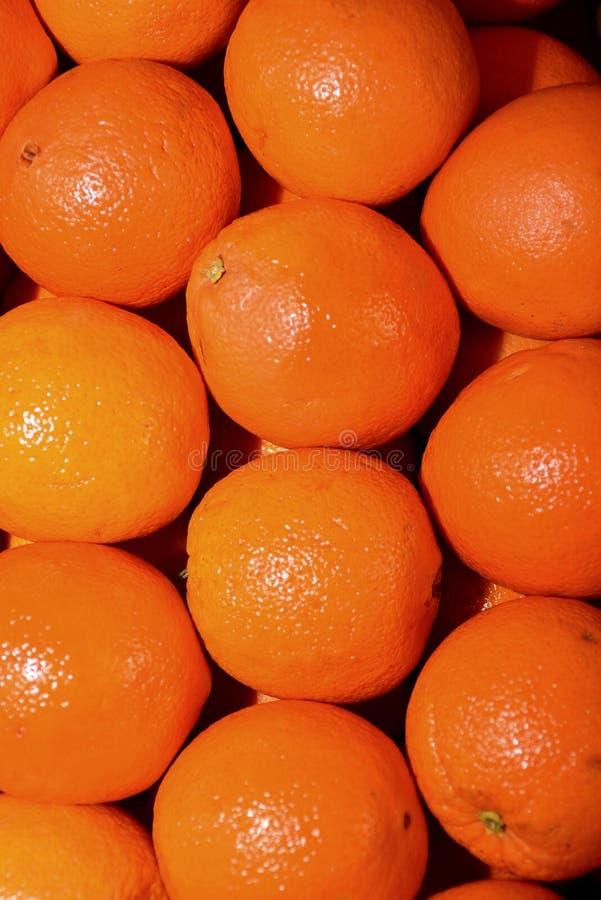 Orange Farbe plus orange Frucht entspricht Orangen stockfotografie