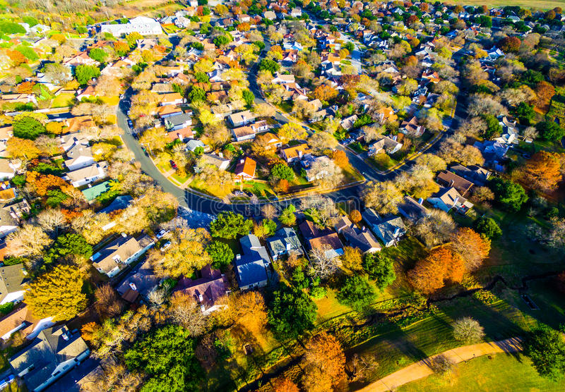 Orange Farben über Texas Hill Country Houses Suburbia Austin Texas lizenzfreies stockfoto