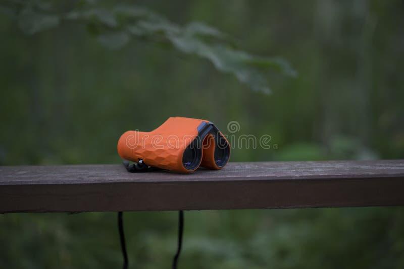 Orange Ferngläser stockbild
