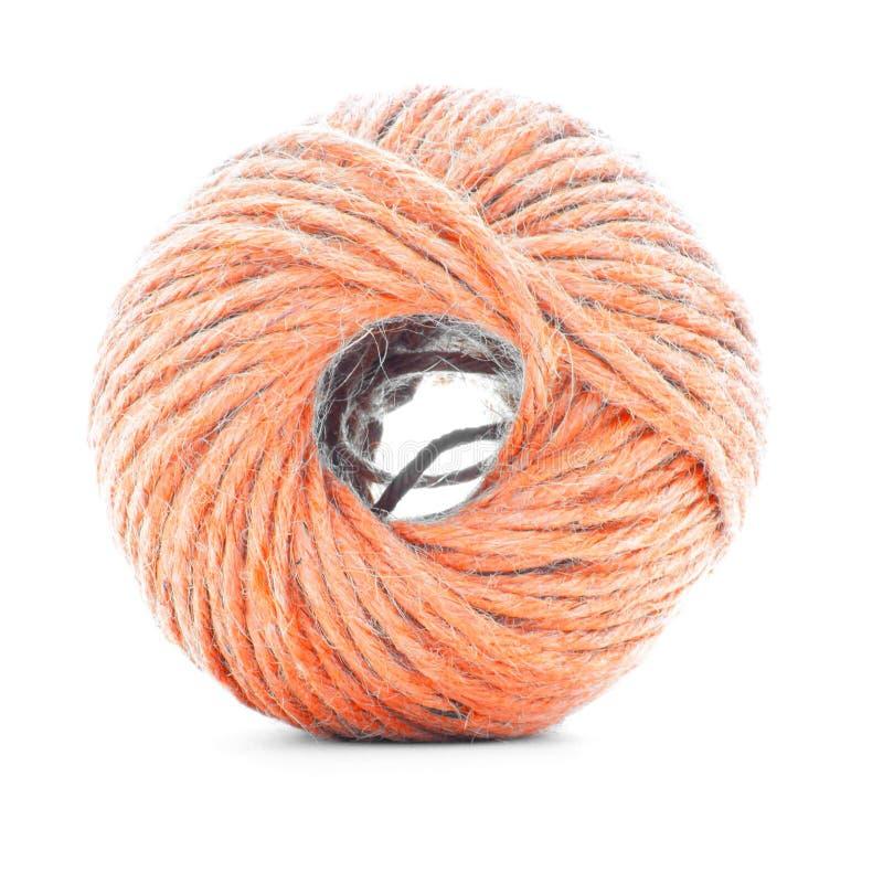 Orange fiberclew, virkninggarnrulle som isoleras på vit bakgrund royaltyfri fotografi