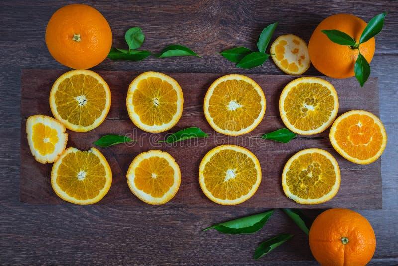 Orange fraîche sur en bois photographie stock