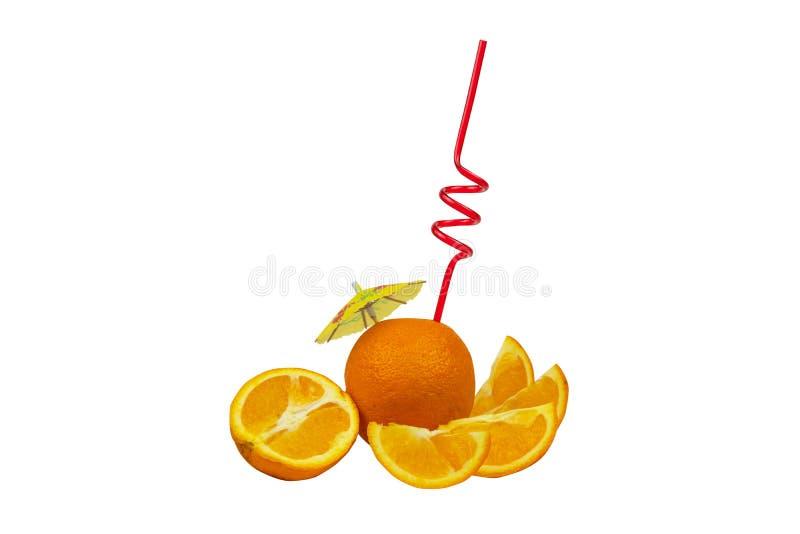 Orange fra?che comme concept naturel de jus Cocktail orange avec le tubule et le parapluie photos libres de droits