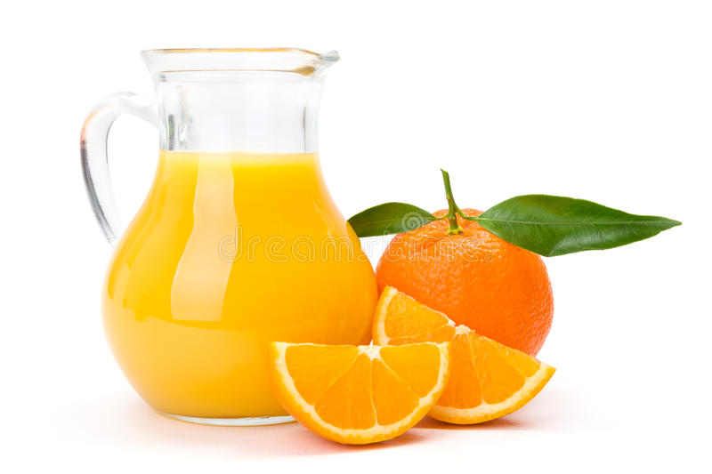 Orange Frucht und Krug Saft stockfotos