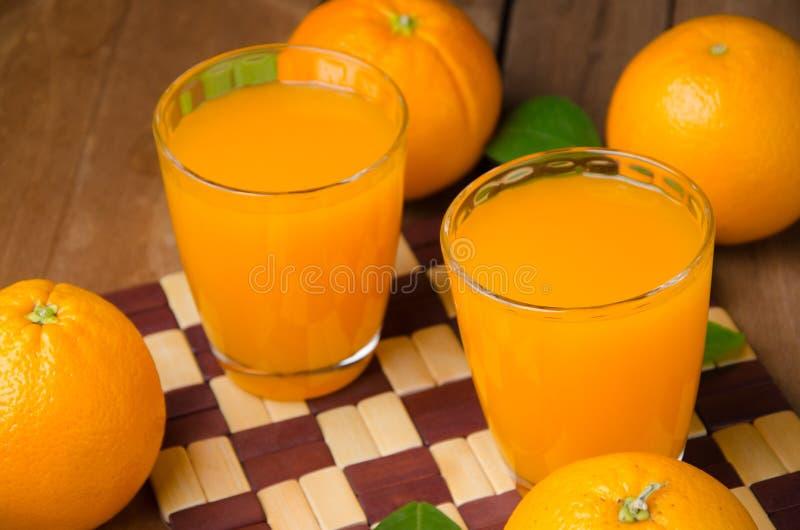 Orange frukt och fruktsaft royaltyfria bilder