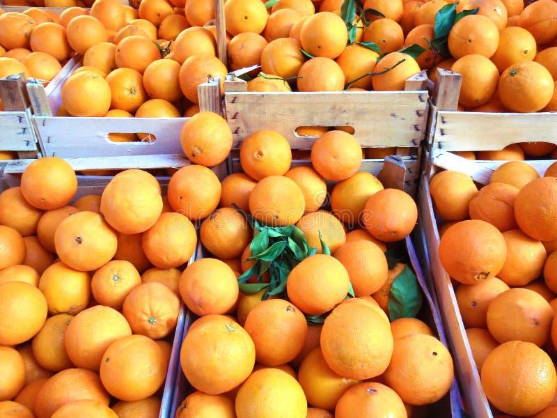 Orange frukt på marknaden royaltyfria bilder