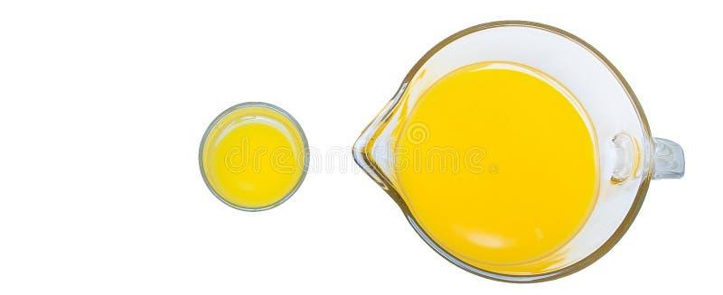 Orange fruktsaft, en bästa sikt för kopp, orange fruktsaft i ett exponeringsglas och grafit på en vit bakgrund arkivfoton