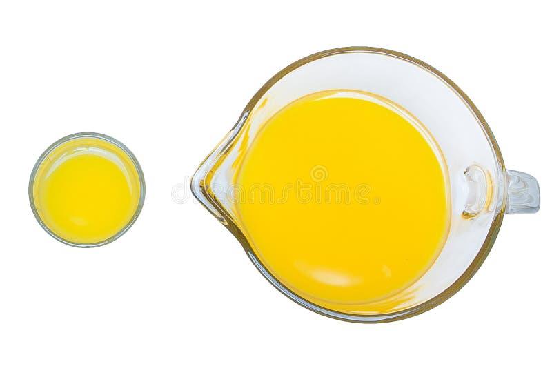 Orange fruktsaft, en b?sta sikt f?r kopp, orange fruktsaft i ett exponeringsglas och grafit p? en vit bakgrund royaltyfri bild