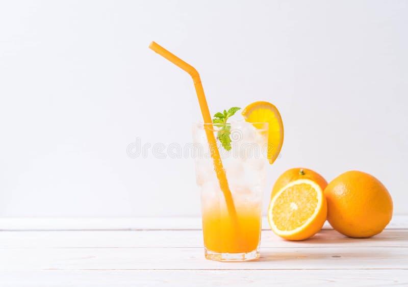 orange fruktsaft med sodavatten royaltyfri foto