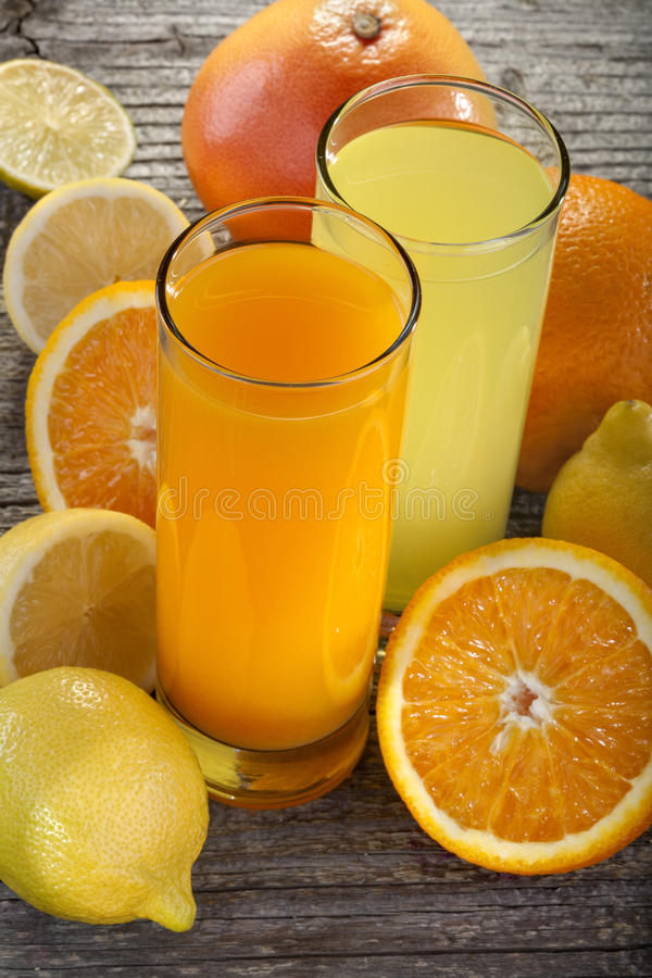 Orange fruktsaft och lemonad royaltyfria foton