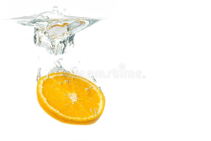 Orange fruktskiva i vattenf?rgst?nk royaltyfri foto