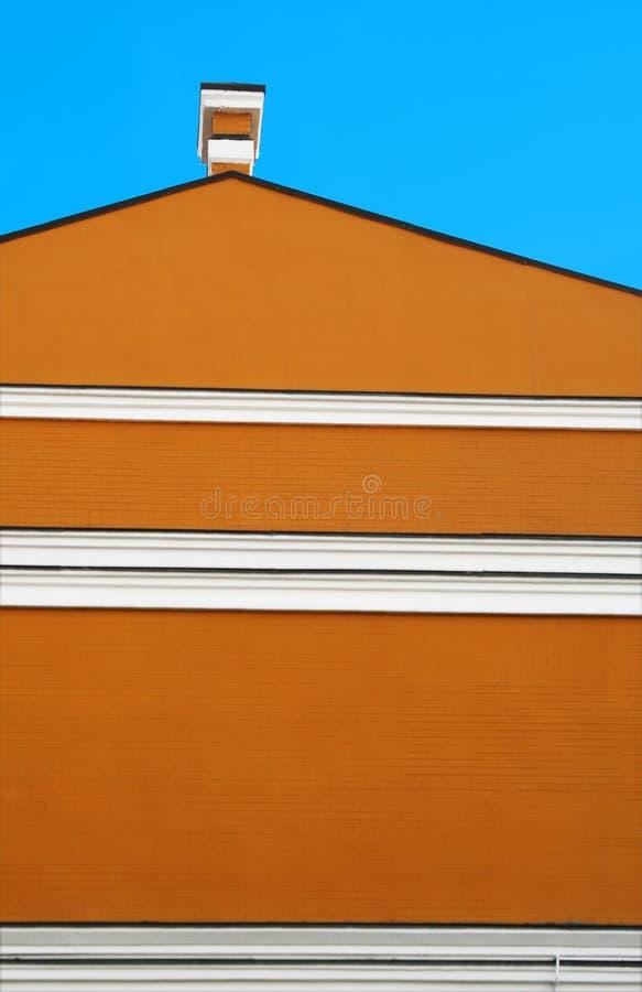 Orange Gebäude und blauer Himmel lizenzfreies stockfoto