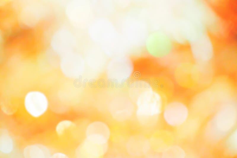 Orange, gelbes und weißes bokeh Licht Abstrakt oder vom hellen Funkeln verwischt Glühenbeschaffenheitshintergrund lizenzfreie stockfotografie