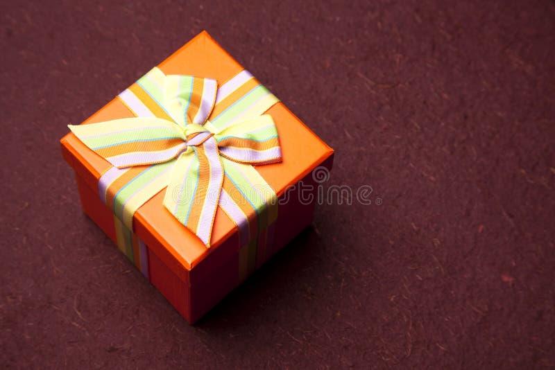 Orange Geschenk-Kasten lizenzfreie stockfotos