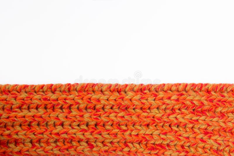 Orange gestrickter Schal des Winters ist lang stockbild