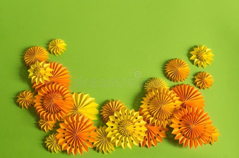 Orange Girlande des Papiers auf einer Halloween-Partei Kind-` s Geburtstagsfeier stockfoto