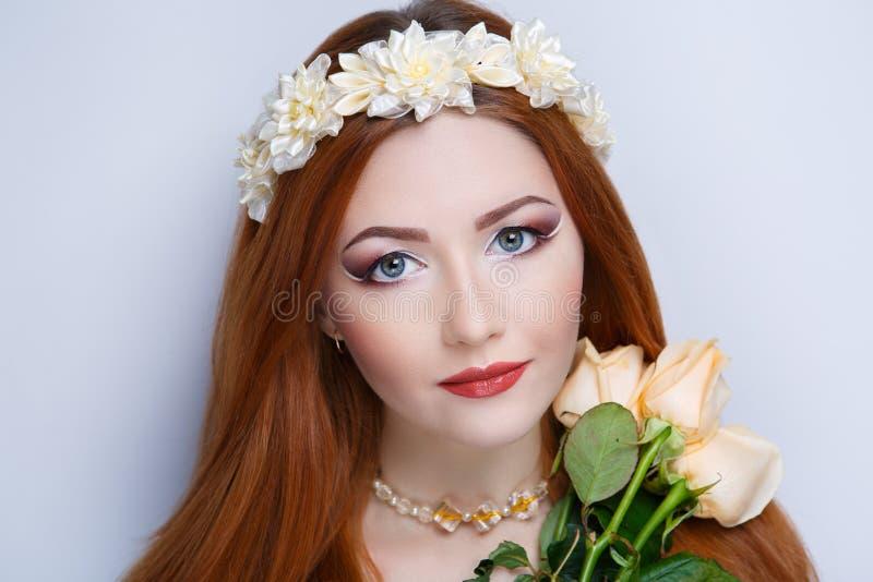 Orange hårkvinna royaltyfri foto